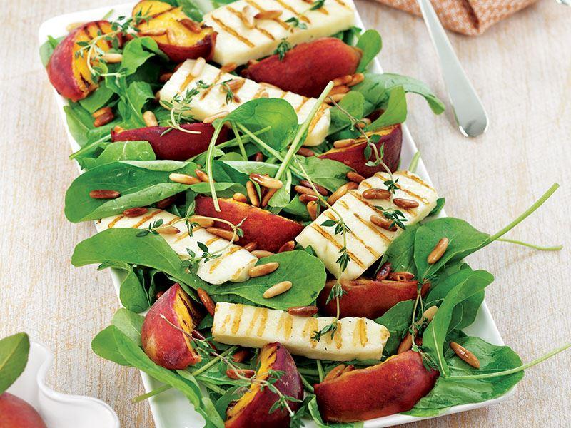 Hellim Peynirli ve Şeftalili Salata